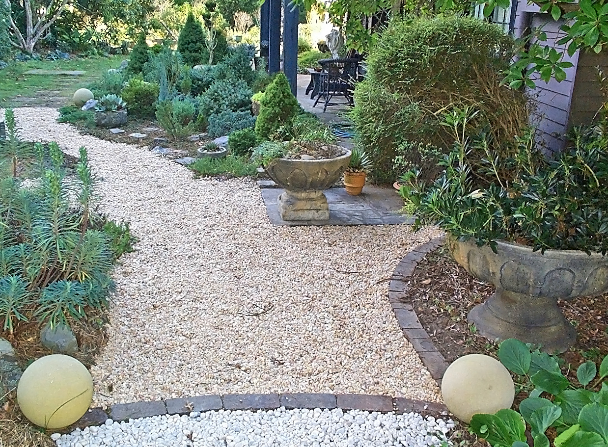 kings cottage garden in Moss Vale - Southern Highlands NSW 2577.